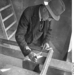 Glaser bei der Arbeit Aufn. Illus-Heinscher Aug. 46 282-46